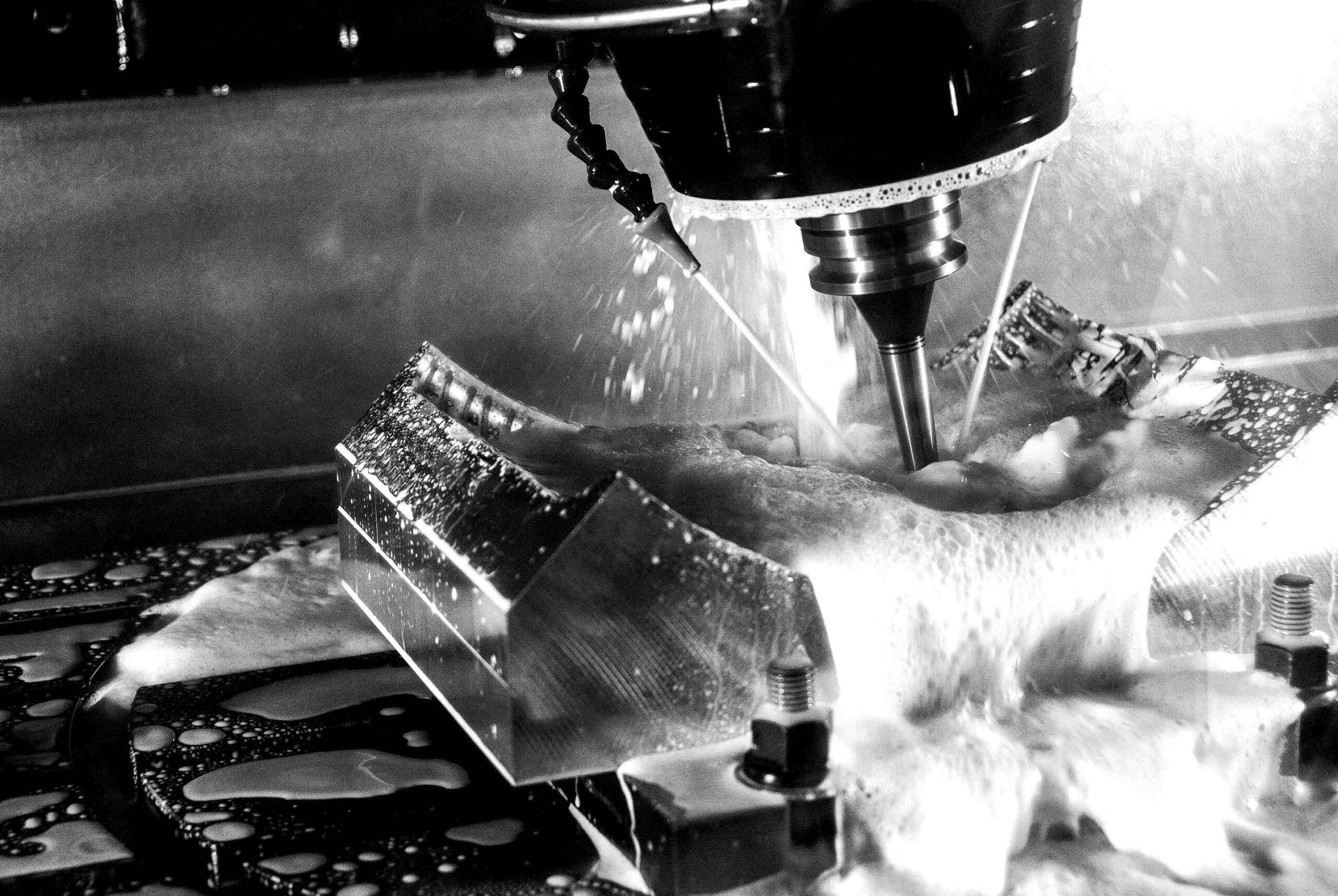 Lavori meccanici durante la revisione di una KX15